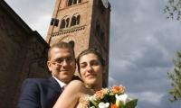 Nel parco la sposa, lo sposo