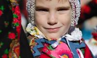 Il viso di un bambino alla festa della Baio di Sampeyre